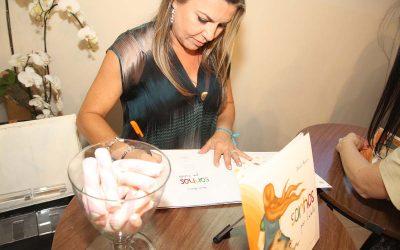 Noite de lançamento e autógrafo – Massara Ateliê e Café